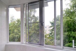 razdvizhnaja-moskitnaja-setka-na-okna-balkona